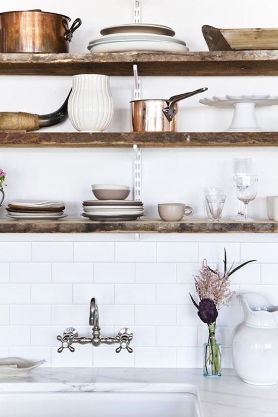 Посуда в кухонном интерьере 1