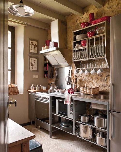 Посуда в кухонном интерьере 2