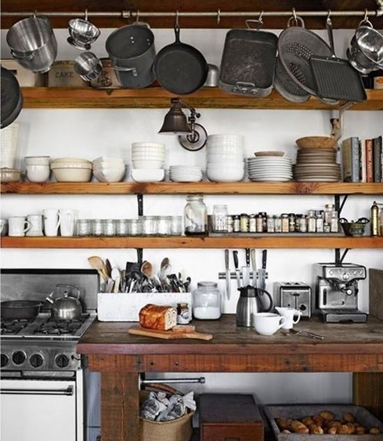 Посуда в кухонном интерьере 3