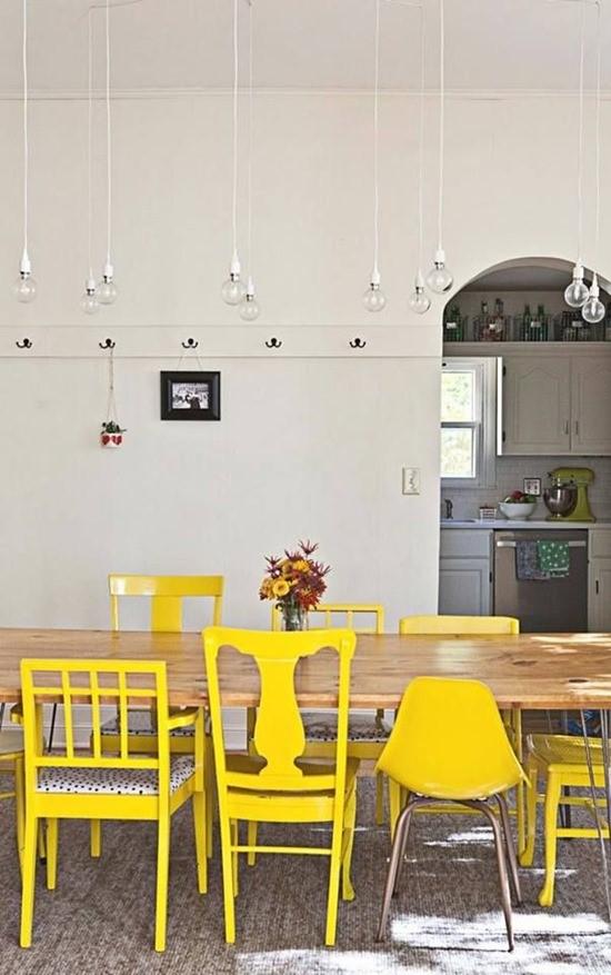 Цветные стулья в интерьере столовой 4