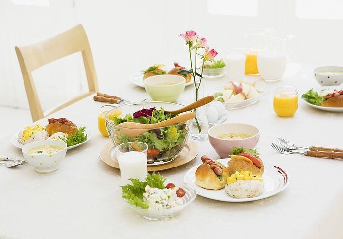 Серивровка стола к завтраку 1