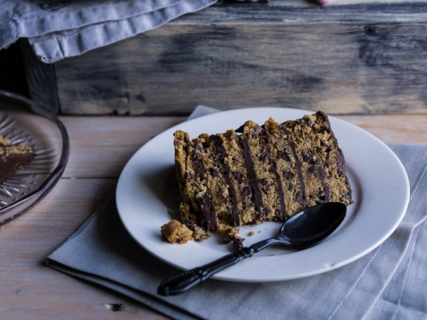 chocolate_cookie_layer_cake_slice_close_up