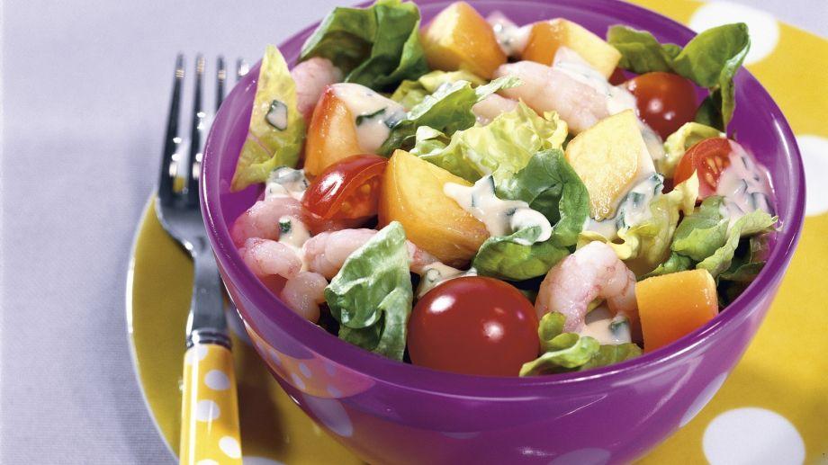 bunter-salat-mit-shrimps-und-joghurt-vinaigrette-48983